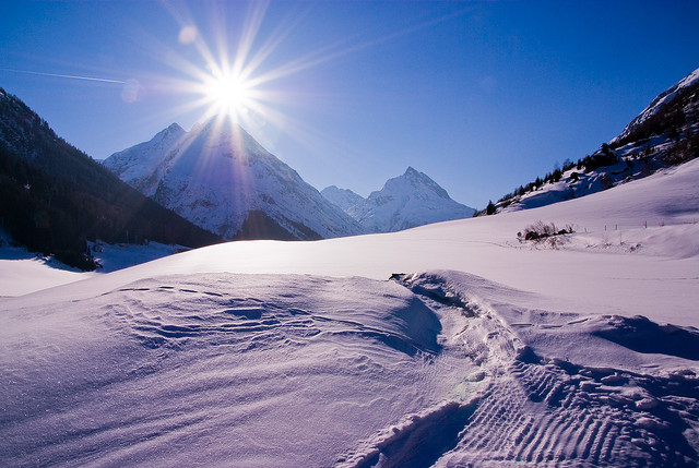 夢占いで雪の意味23選!吉凶の意味があり判断しづらいので注意が必要です。