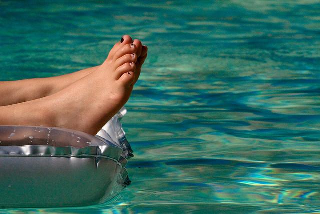 夢占いでのプールの意味/解釈|水との関わりはあなたの世界との関係性を暗示しています。
