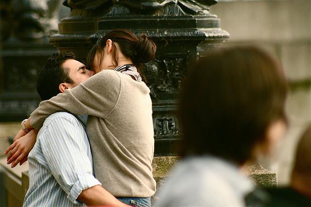 夢占いでキスする夢の意味