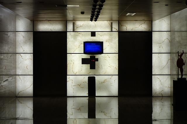 夢占いでエレベーターの意味/解釈は?不安感や急展開を意味します。