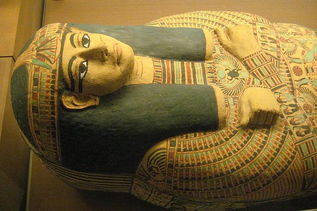 夢占いで死体の意味/解釈は?再出発や再生を意味します。
