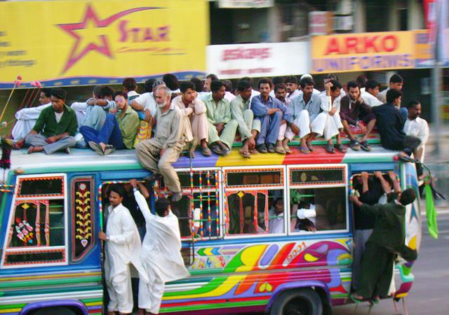 夢占いでバスの解釈/意味は?職場・学校の環境をあらわします。