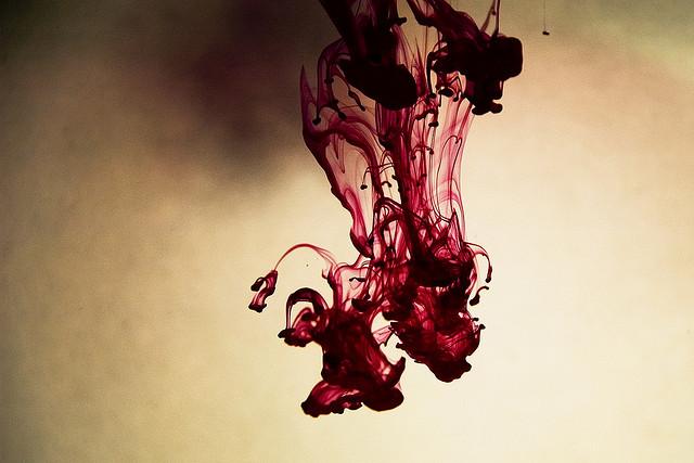夢占いで血の意味/解釈は?金運、財運に関係があります。