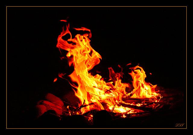 夢占いで火の意味/解釈は!?あたなの仕事面、恋愛面、精神面がわかります。