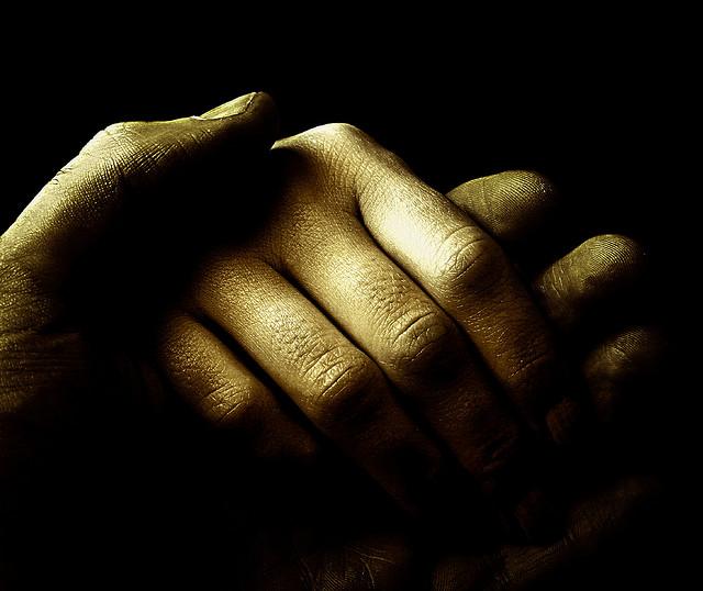 夢占いで手をつなぐの意味/解釈は?人間関係やコミニュケーションを意味しています。