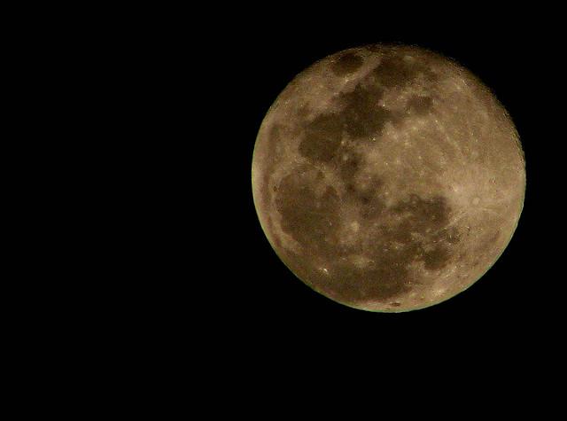 夢占いで月の意味/解釈は?あなたの感情の状態を表します。