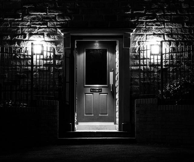夢占いで玄関の意味/解釈は?別世界との境をあわらしたり、あなたの運気を暗示します。