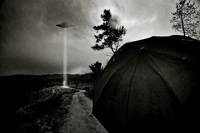 夢占いでUFOの意味/解釈は?!現状から連れ去ってくれるものの象徴です。