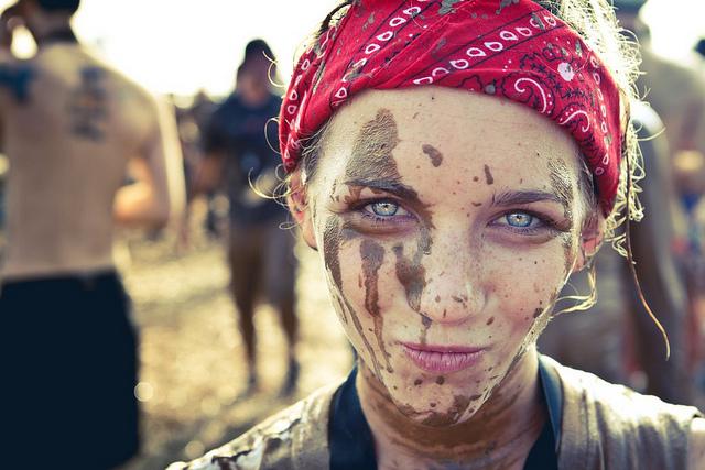 夢占いで泥の意味/解釈は?あなたにまとわりつく苦難や問題を象徴します。