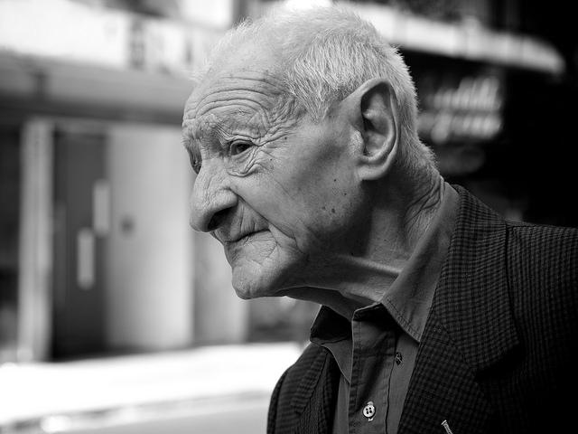 夢占いで老人の意味/解釈は?!知恵と良きアドバイスを意味します。