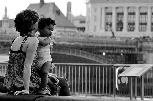 夢占いで母・母親の意味/解釈は?!「庇護」と「過保護」を意味します。
