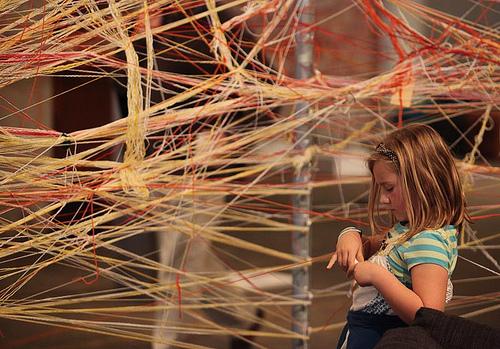 夢占いで糸の意味/解釈は?!他者との関係性を暗示しています。