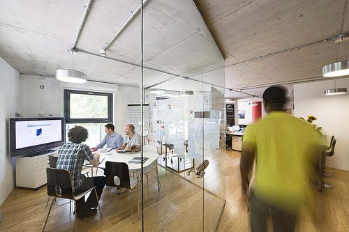 夢占いで会社・オフィスの意味とは?!今後何が起こるかを表わします。