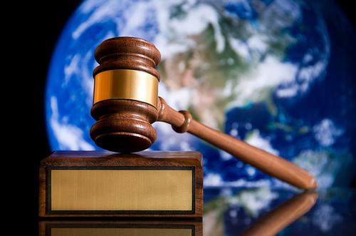 夢占いで裁判・裁判官・裁判所の意味とは?!正義を象徴しています。