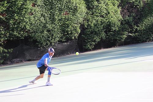 夢占いでテニスの意味/解釈は?!貴方を囲む人間関係が円滑な事を表わしています。