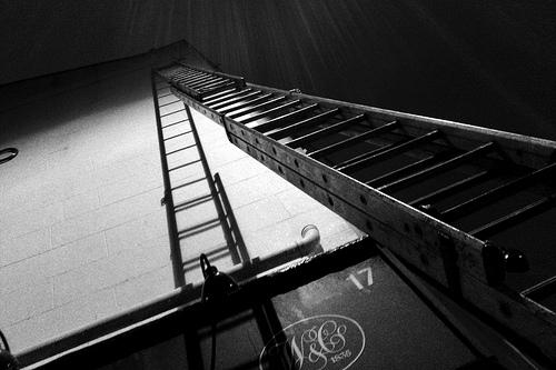 夢占いではしごの意味/解釈は?!人生の目標へ続く道の象徴です。