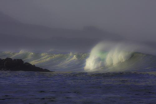 夢占いで波の意味/解釈は?!貴方の人生をそれとはなく表現しています。
