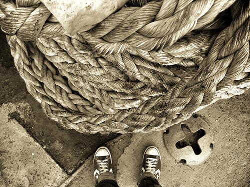 夢占いで縄・網の意味/解釈は?!生命力・生命線・縁・拘束する感情等を表わします。