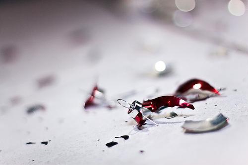 夢占いでガラスの意味/解釈は?!壊れやすい心を表します。