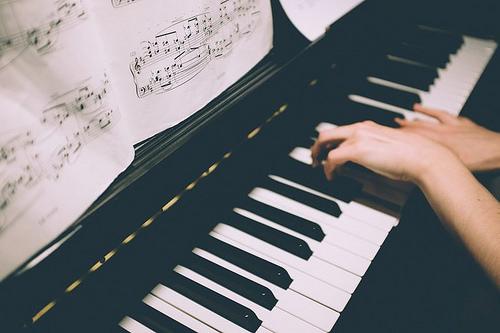 夢占いでピアノ・オルガンの意味/解釈は?!女性を象徴することがあります。