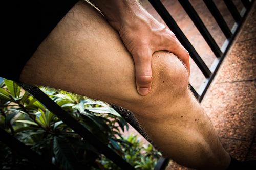 夢占いで膝の意味/解釈は?!意志の強さや忍耐力の象徴です。