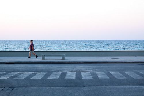 夢占いで歩く夢の意味/解釈は?!自分の生き方についてのメッセージです。