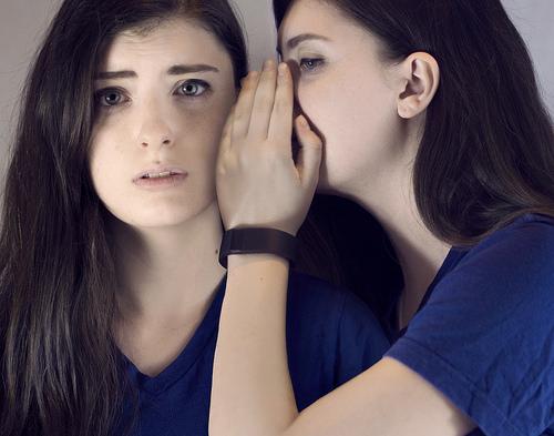 夢占いで悪口の意味/解釈は?!他人を羨む気持ちを表します。
