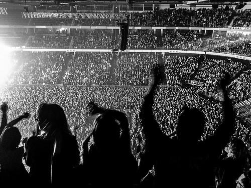 夢占いでコンサート・ライブの意味/解釈は?!注目を浴びたい気持ちを示します。