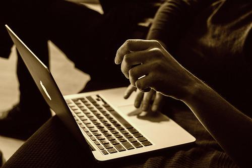 夢占いでメールの意味/解釈は?!伝達の意志を表しています。