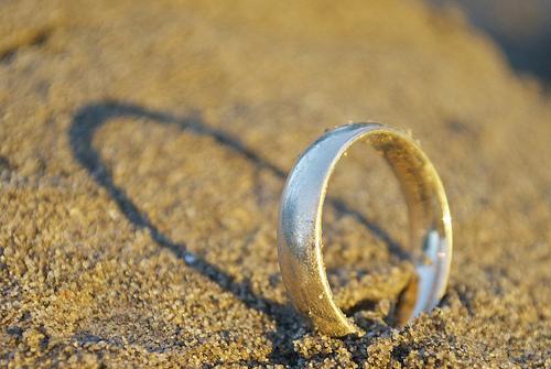 夢占いで離婚の意味/解釈は?!愛情や心の安定を暗示しています。
