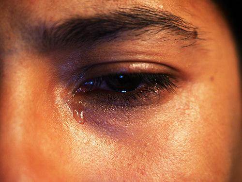 夢占いで涙の意味/解釈は?!ストレスや浄化を暗示しています。