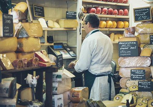 夢占いでチーズの意味/解釈は?!愛情や経済面を暗示しています。