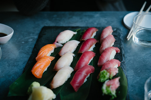 夢占いで寿司の意味/解釈は?!欲望や人間関係を暗示しています。