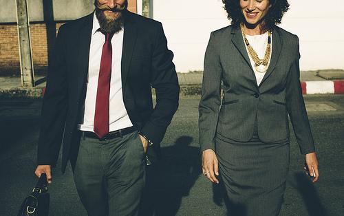 夢占いで同僚の意味/解釈は?!人間関係や仕事に対する姿勢の表れです。