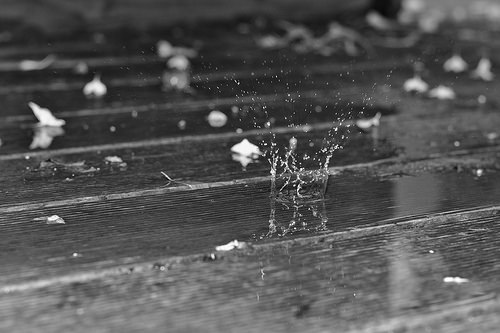 夢占いで雨漏りの意味/解釈は?!ストレスや不安を暗示しています。